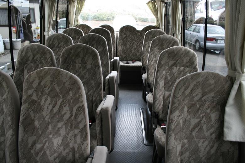 マイクロバスの座席について