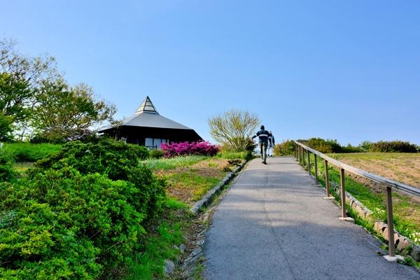 能登半島・珠洲岬・道の駅すずなりから禄剛埼灯台へ向かう遊歩道