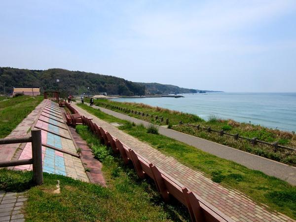 世界一長いベンチ・道の駅とぎ海街道と観光客(2)