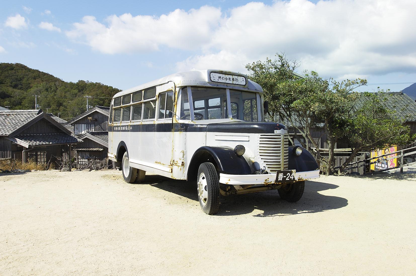 bonnet_bus