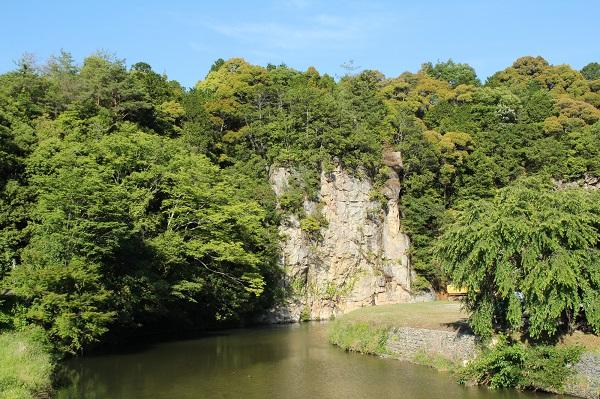 兵庫「猪名川の屏風岩」