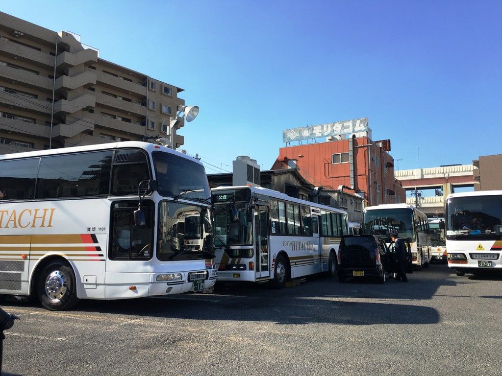 hitachi_bus_parking