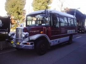 ボンネットバスで運行開始