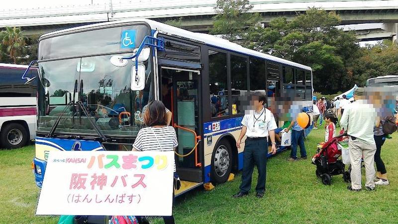 阪神タイガース仕様の阪神バス