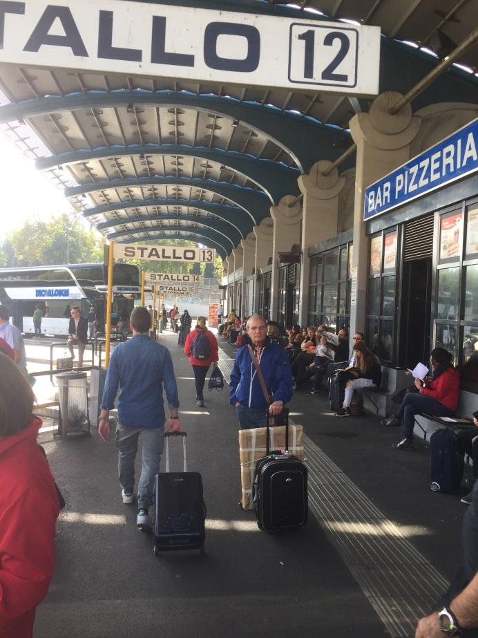 ここを拠点にヨーロッパを移動する帰省客や観光客
