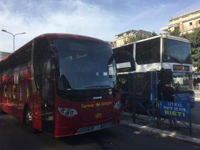 スカニア製のバス