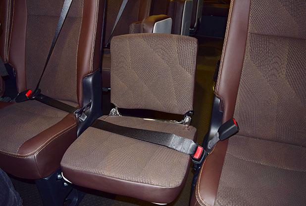 トヨタコースターの補助席シートベルト
