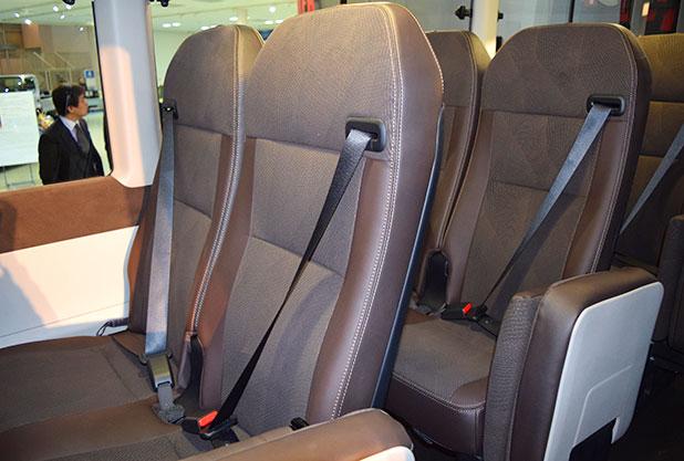 トヨタコースターの3点式シートベルト