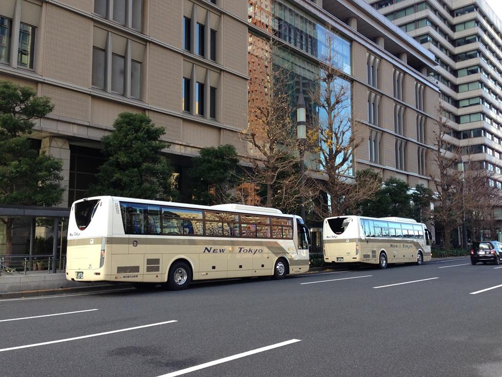 東京駅周辺に停まっている大型観光バス