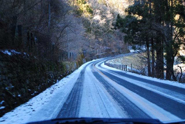 雪道はバスにとってやっかい
