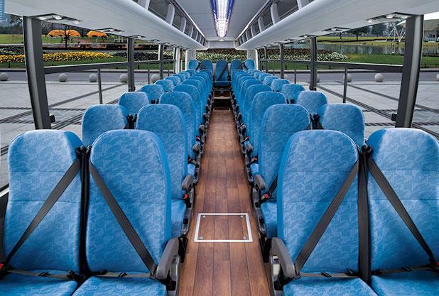 現代自動車のバスは3点式シートベルト