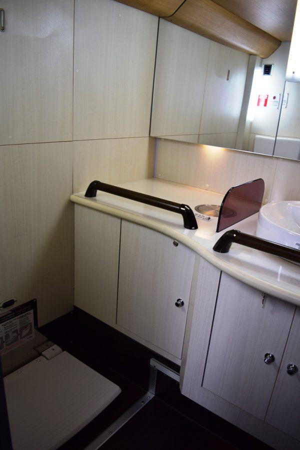 洗面台と着替え台つき