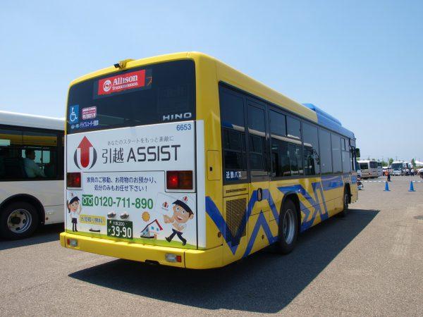 アリソン社のシールが貼られている以外はどこから見ても近鉄バス