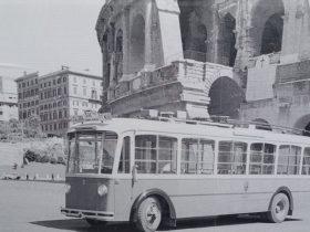 1936年コロッセオ横のトロリーバス