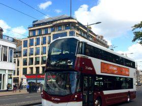 エディンバラルート22を走る新型バス