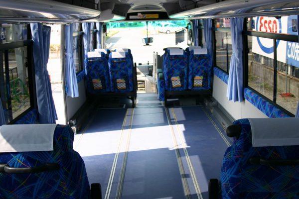 バス窓NETWORKBUSは車イス6台まで固定可能