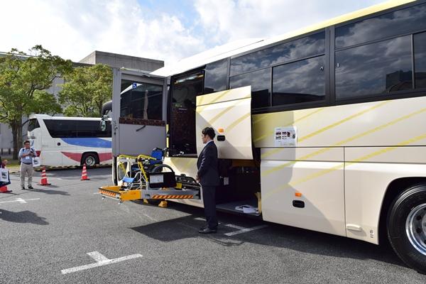 日野自動車・セレガの最新リフト付きバスの仕様