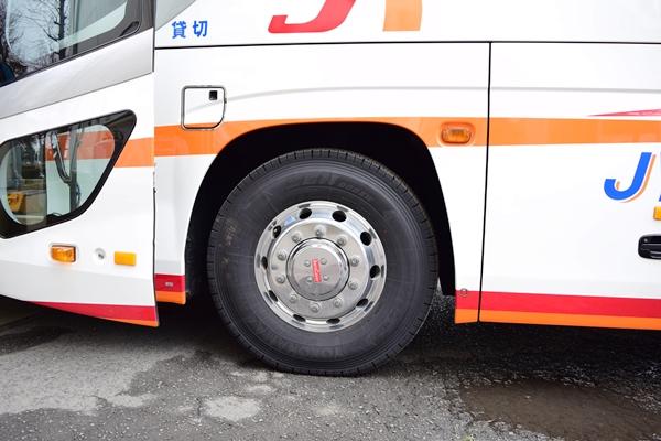 通常の車高(タイヤと車体の隙間が広い)