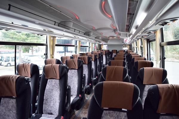 観光バスとして利用の場合の座席レイアウト