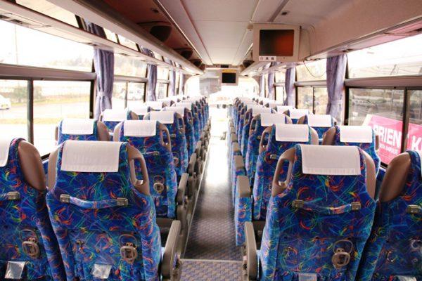 大型観光バスのの一般的な座席数