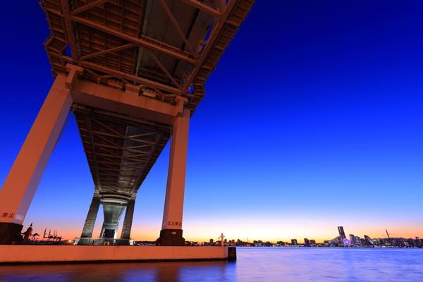 横浜ベイブリッジの夜景