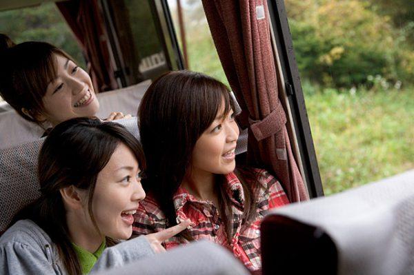 バスレクや卒業旅行は貸切バスが便利