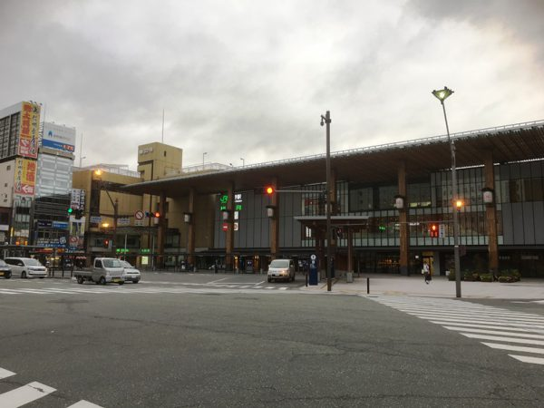 長野駅東口と逆にバスターミナルがある