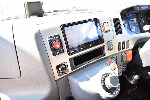 ドライバー席にある緊急停止ボタン