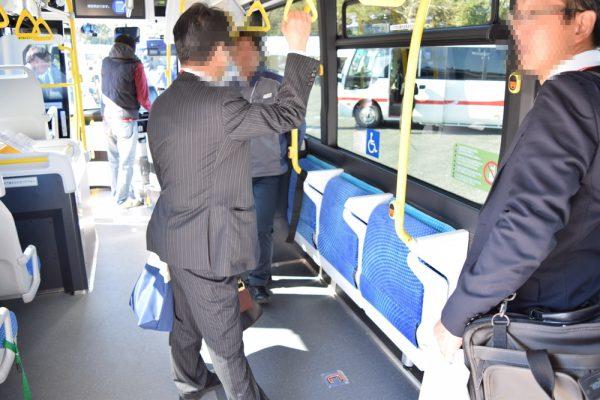 FCバスの座席は簡単に折り畳み収納可