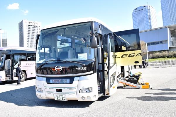 日野自動車セレガのリフト付きバス