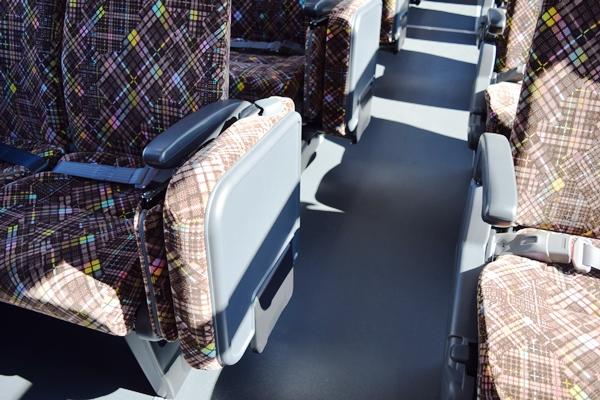 大型バスの補助席