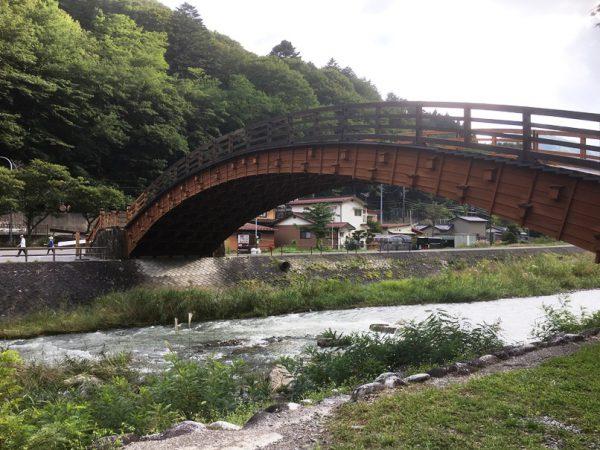 総ヒノキ造りの木曽大橋