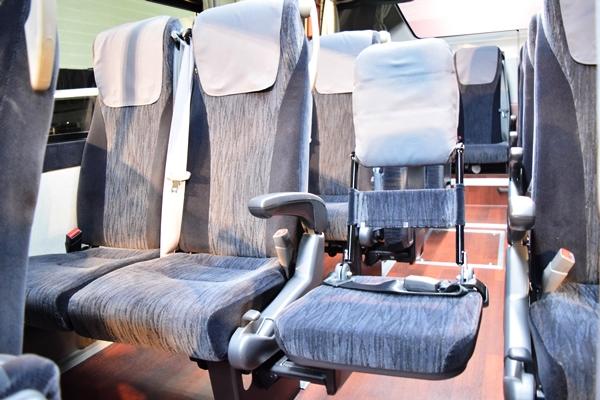 大型観光バスの補助席