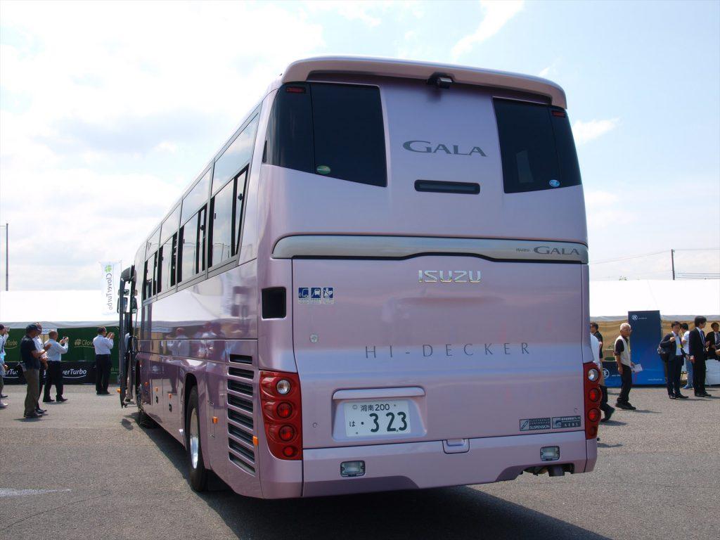 貸切バス12m・7速AMT仕様のハイデッカーを出展