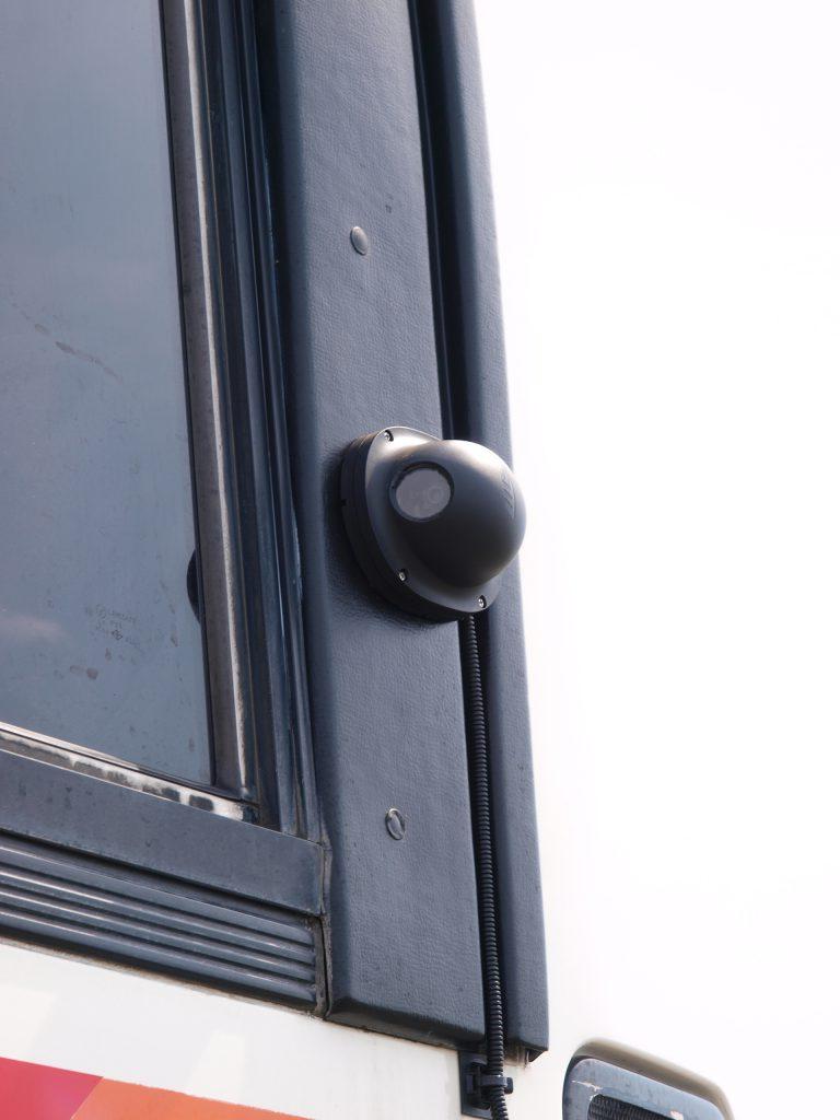 バス後部に設置されたシールドプラス用カメラ