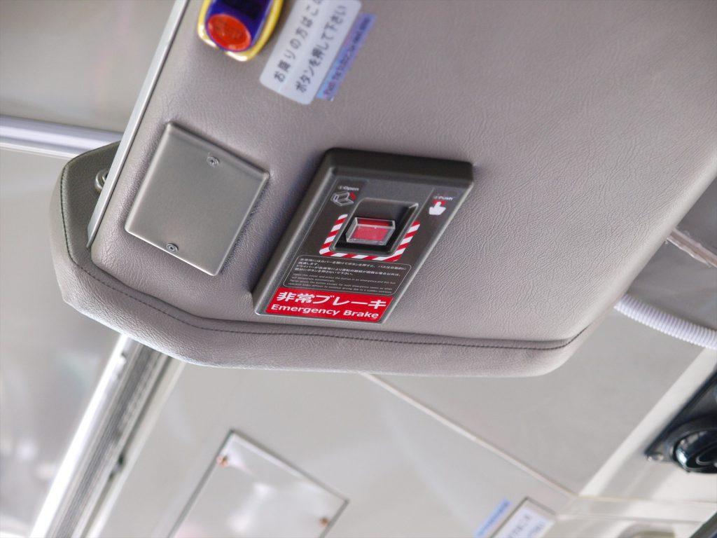 客席上部に設置されたEDSS用非常ブレーキボタン