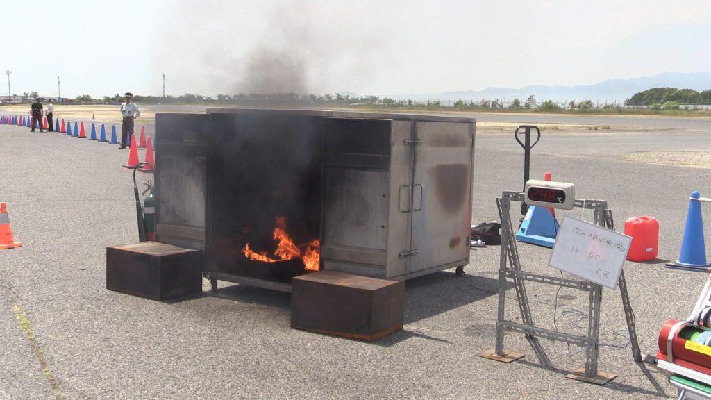 エンジンルーム自動消火システムの実演