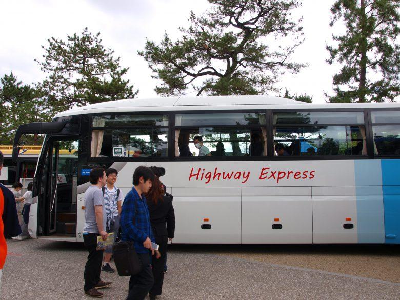 いすゞガーラの高速路線バスを展示