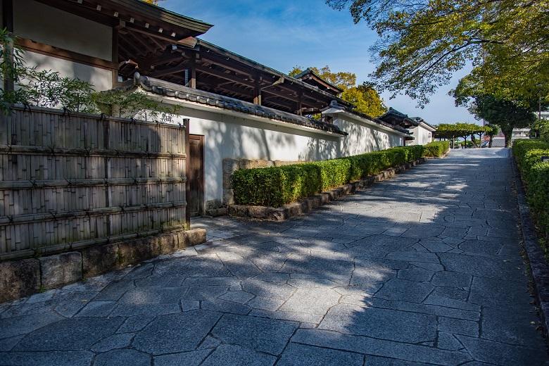 岡崎公園・能楽堂横の坂道