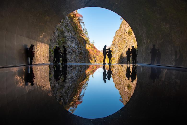 清津峡トンネル秋