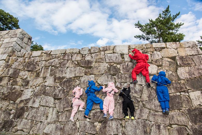 忍者の衣装で伊賀上野城へ