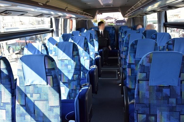 三菱ふそうエアロエース・13列仕様の車内