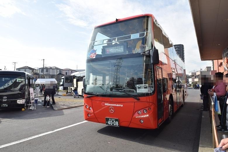 日の丸自動車興業・ハーフルーフ構造のオープンバス