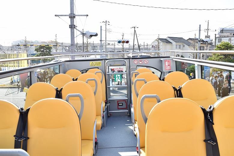 定期観光路線でおなじみの2階建てオープントップバス