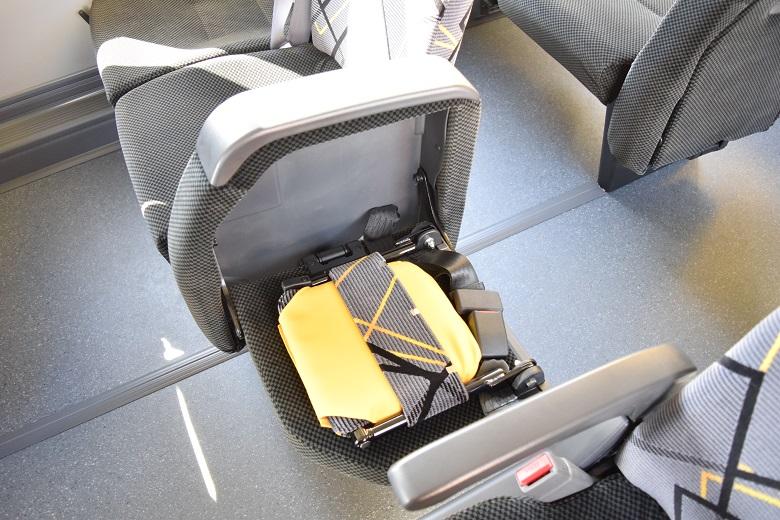 コンパクトな補助席