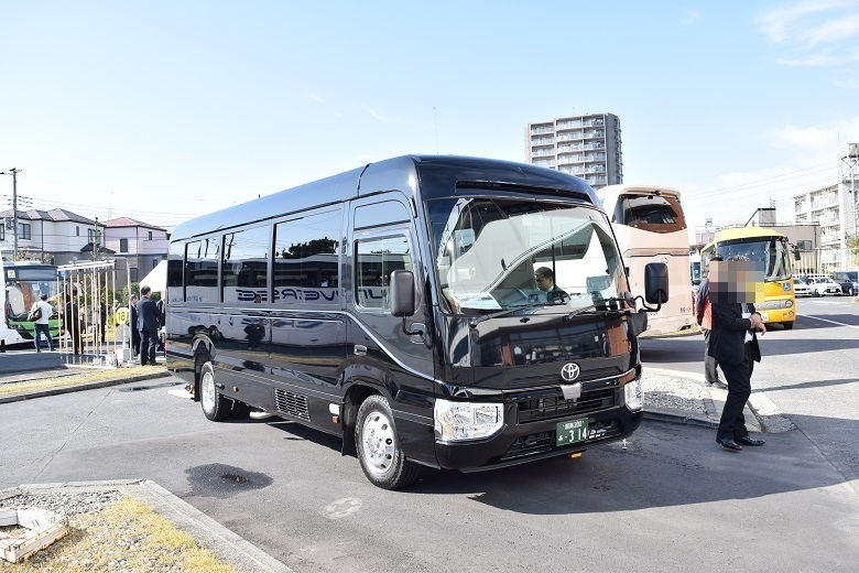 中京車体工業・リフト付きマルチユースマイクロバス
