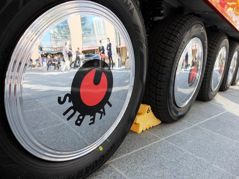 タイヤにロゴマーク