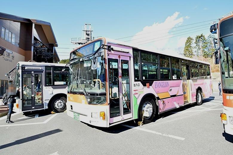 8号機ラッピングバス