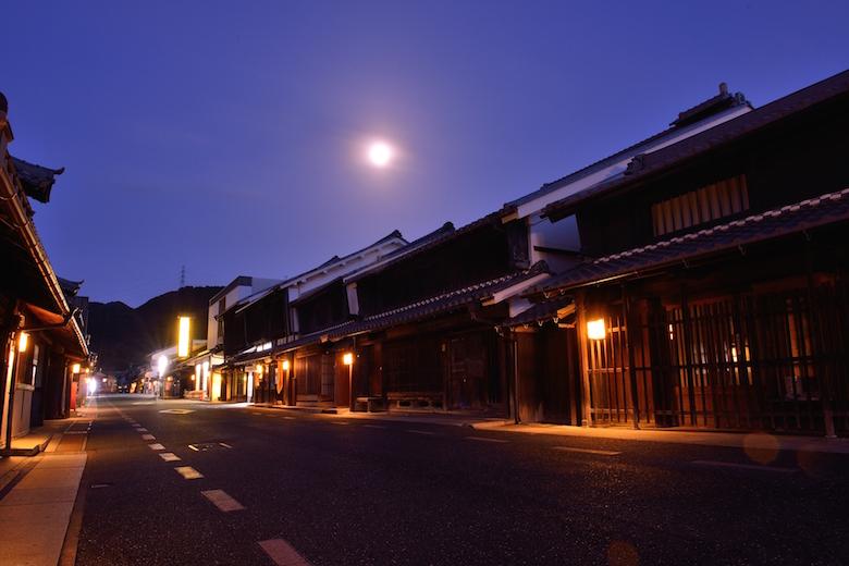 うだつの上がる町並み、夜