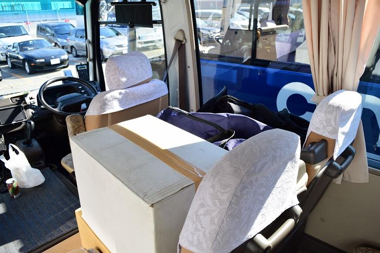 荷物室のないマイクロバス